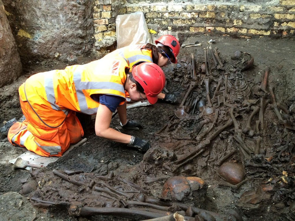 Suspected 1665 Great Plague pit unearthed at Crossrail Liverpool Street site