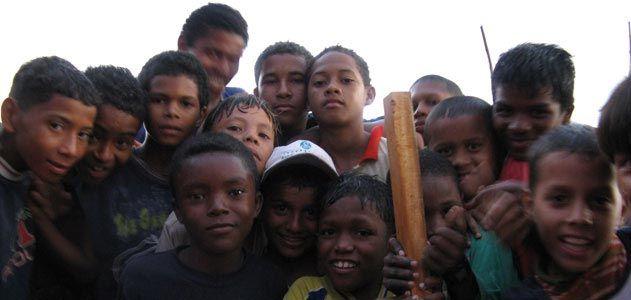Children pose for the camera in El Pozon