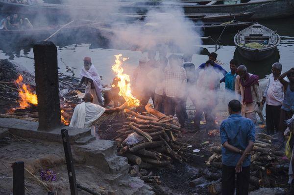 Mourners are performing the last right at Manikarnika Ghat,Varanasi. thumbnail