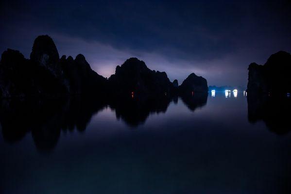 Halong Bay at night thumbnail