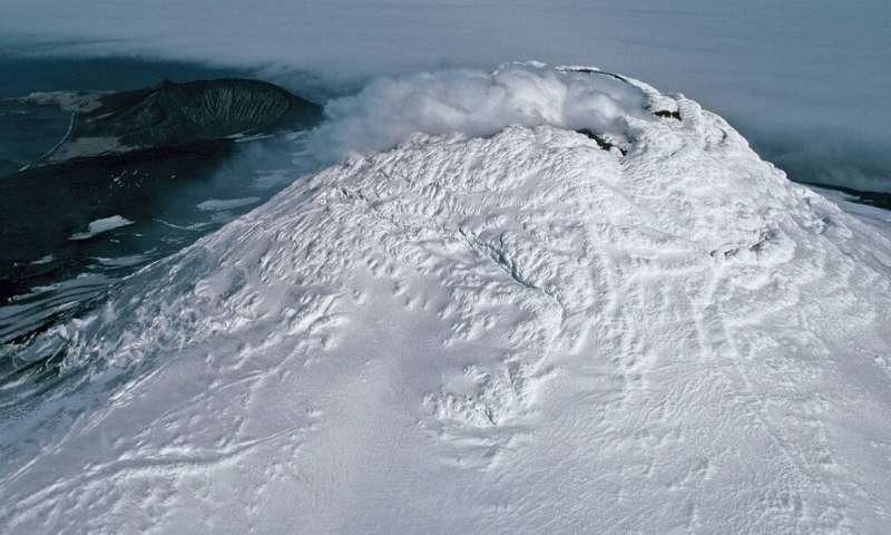 Rare Lava Lake Found on Top of Sub-Antarctic Volcano