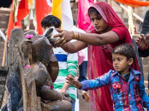 Offerings at a shrine in Khajuraho thumbnail