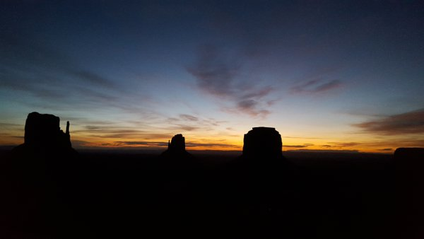 Sunrise at Monument Valley thumbnail