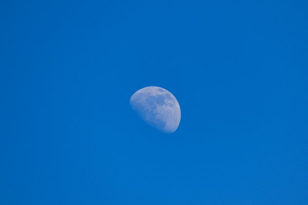 Moon in the evening thumbnail