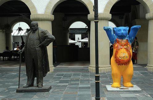 Thames Town Winston Churchill and panda statue