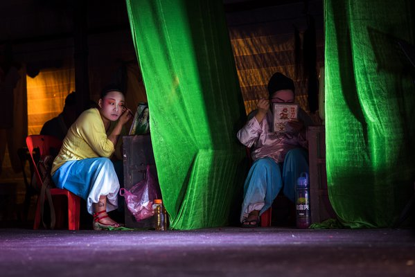 The backstage of Chinese Opera thumbnail