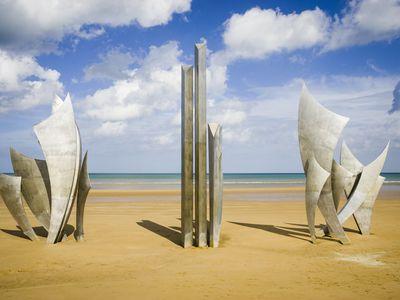 Les Braves war memorial sculpture on Omaha Beach.