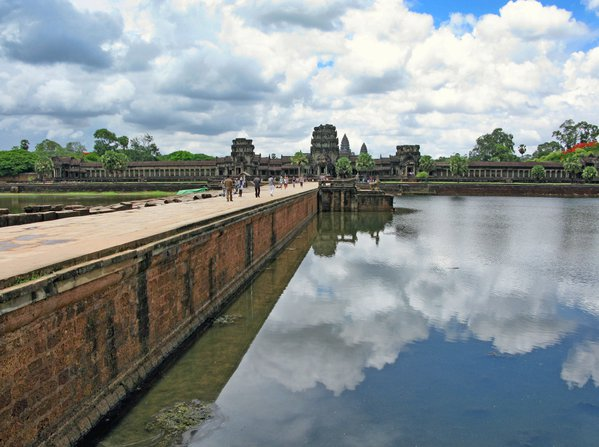 Angkor Wat temple and moat, Siem Reap, Cambodia thumbnail