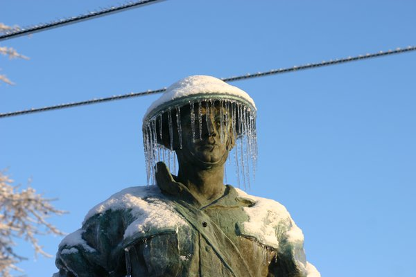 WWI Statue after ice storm Dec 2008 thumbnail