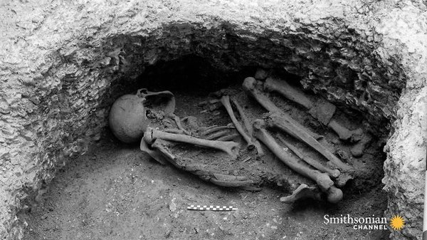 Preview thumbnail for An Iron Age Pit Is Stuffed With 25 Victims of Human Sacrifice