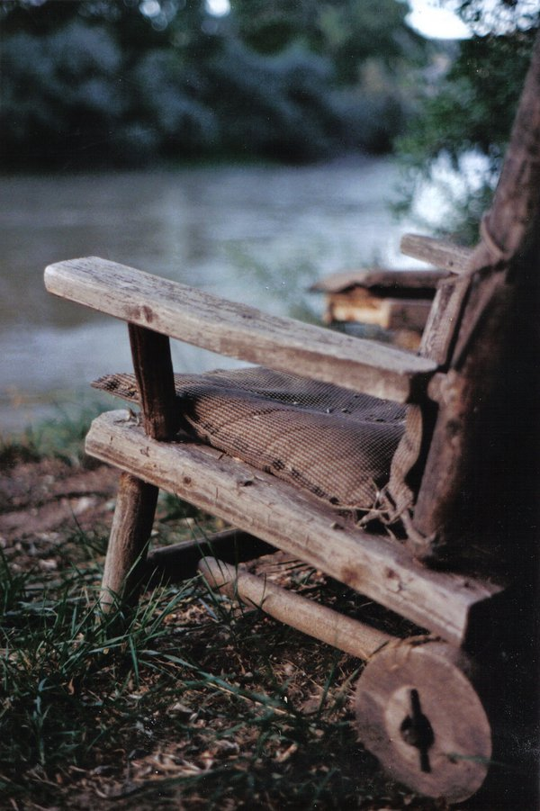 An old lounge chair aged by time sits on the bank of the Rio Grande thumbnail