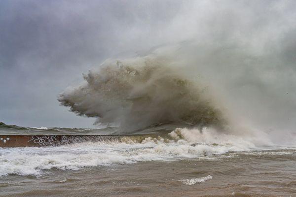 Chicago Waves at Montrose thumbnail