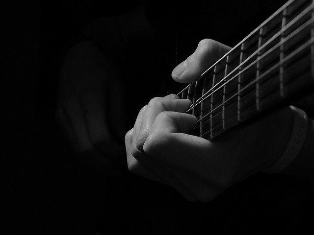 2013092610202909_26_2013_guitar.jpg