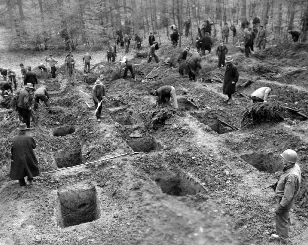 400 Artifacts Unearthed at Site of Nazi Massacre Targeting Polish, Soviet P.O.W.s