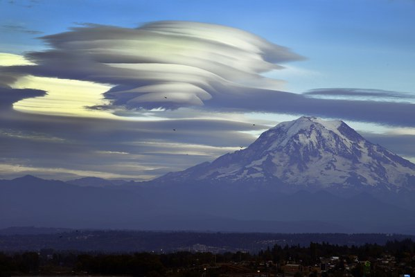 Lenticular clouds and Mt. Rainier thumbnail