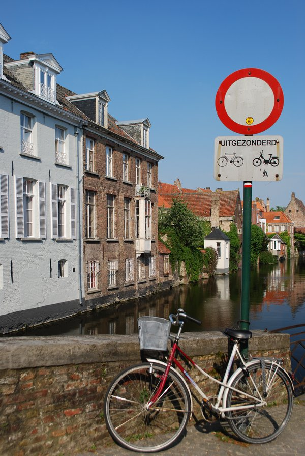 A Bicycle on a Canal in Bruges thumbnail