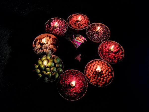 bazaar seller in night thumbnail