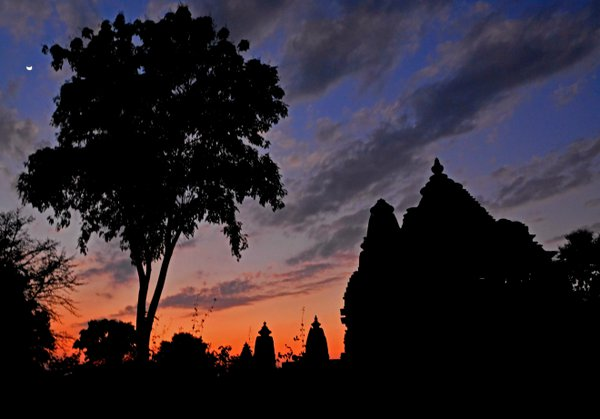 Temples of Khajuraho at twilight thumbnail