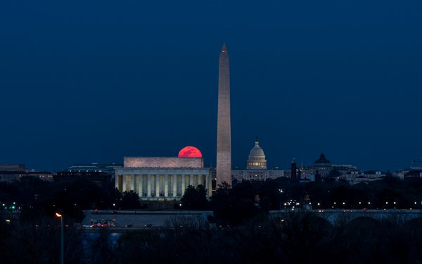 Full Moon Rising at Washington D.C thumbnail