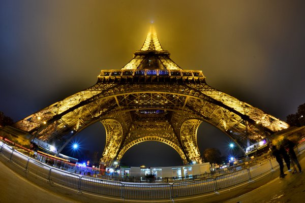 Eiffel Tower at its widest view thumbnail