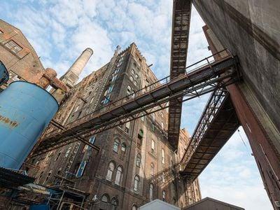 Conveyor bridges to Bin Structure.