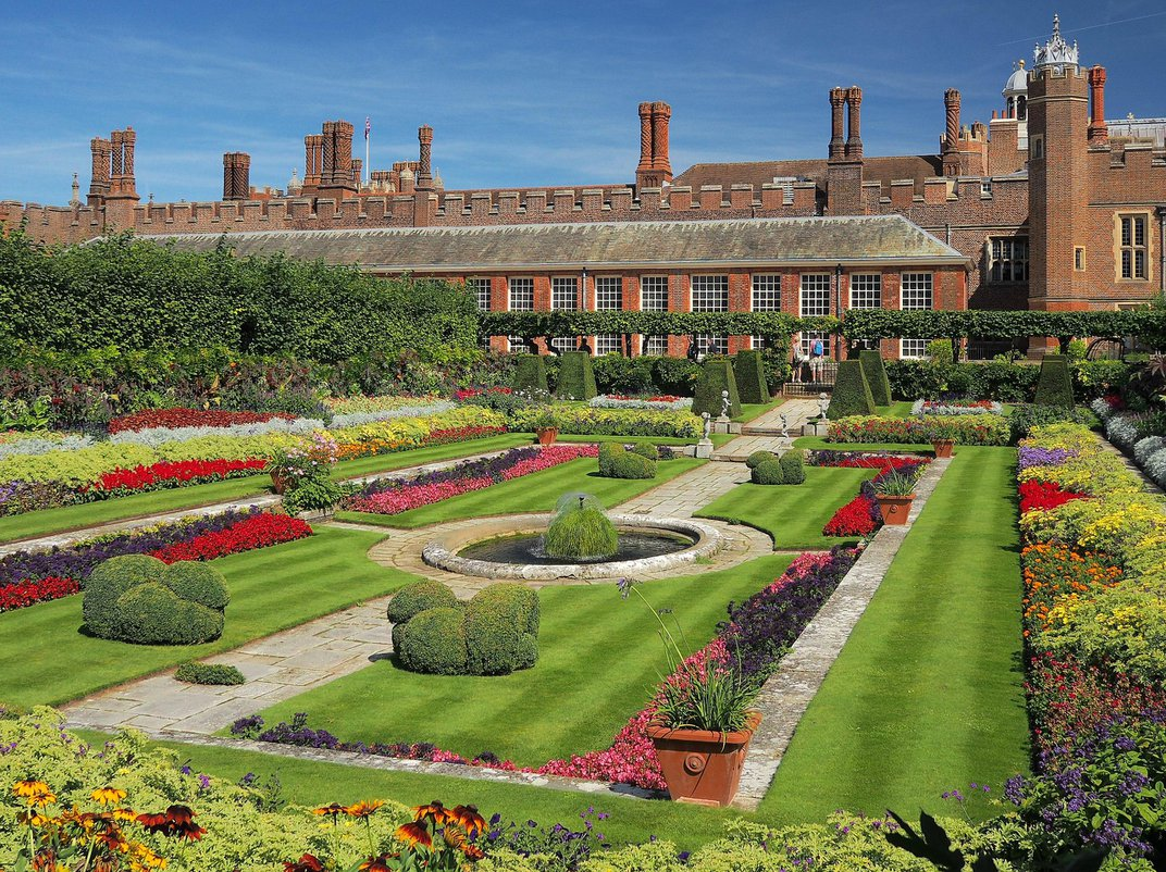 Stunningly Well-Preserved Elizabethan Garden Discovered in England