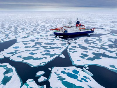 The German Research Vessel Polarstern conducting research near to the North Pole.