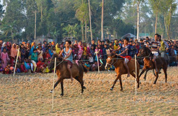Traditional horse racing thumbnail