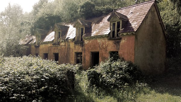 An abandoned house along the Ring of Kerry thumbnail