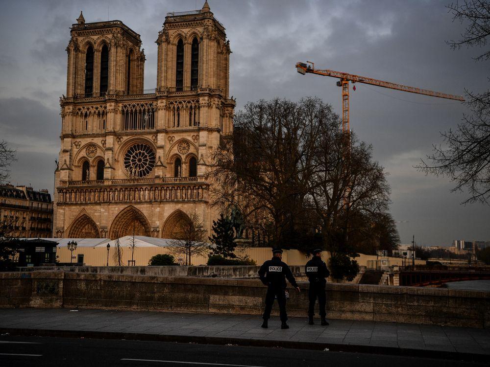 Policemen outside Notre-Dame