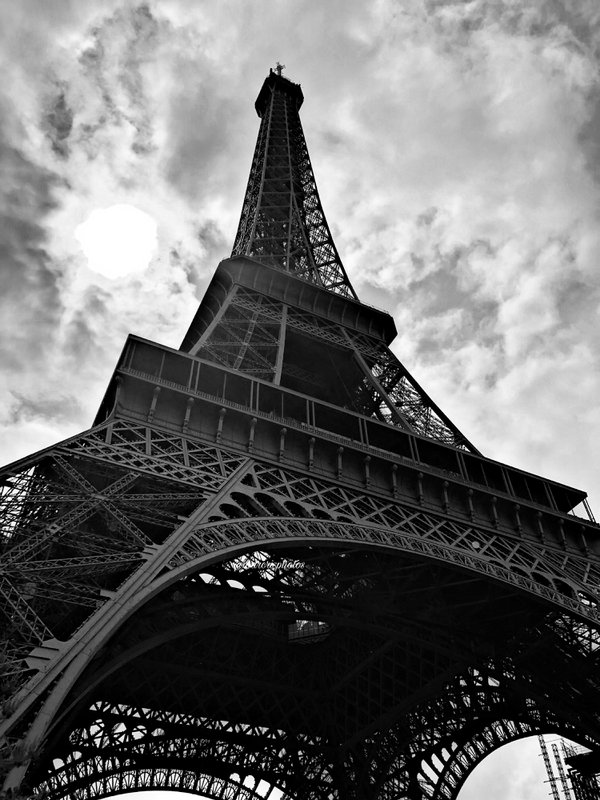 The Eiffel Tower and the sun. thumbnail