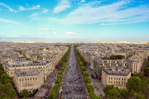 Bird's Eye View of the Champs-Élysées thumbnail