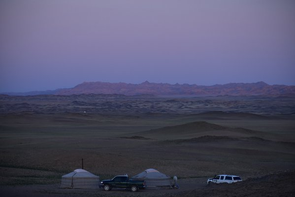 A tranquil evening in the Gobi thumbnail
