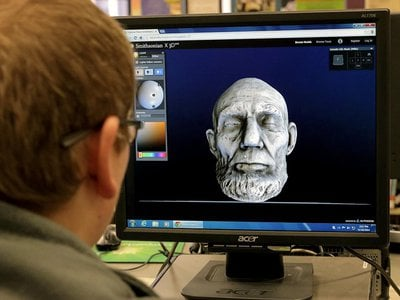 A student in Evansville, Wisconsin explores a 3D model of a 19th century life mask of President Abraham Lincoln from the National Portrait Gallery's collections in his school's computer lab. (Terry Medalen)