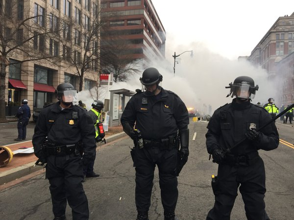 Police face off with protesters on Inauguration Day thumbnail