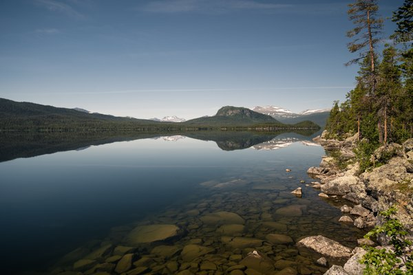 Traveling throug the beautiful nature of sweden thumbnail