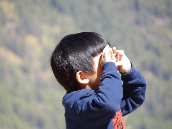 Boy viewing the bright sky thumbnail