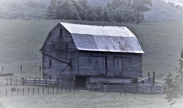 Old barn in Shenandoah Valley Virginia thumbnail