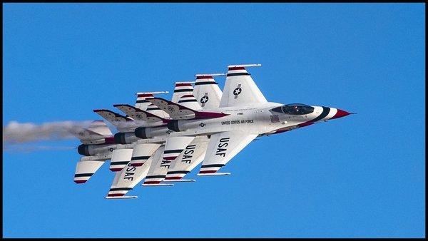 USAF Thunderbirds Flight Demonstration Team Performing at Aviation Nation 2019 Airshow thumbnail