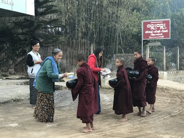 Monks offering Breakfast Photo by iphone 7 plus thumbnail