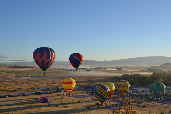 Hot Air Balloons over the Shasta Valley thumbnail