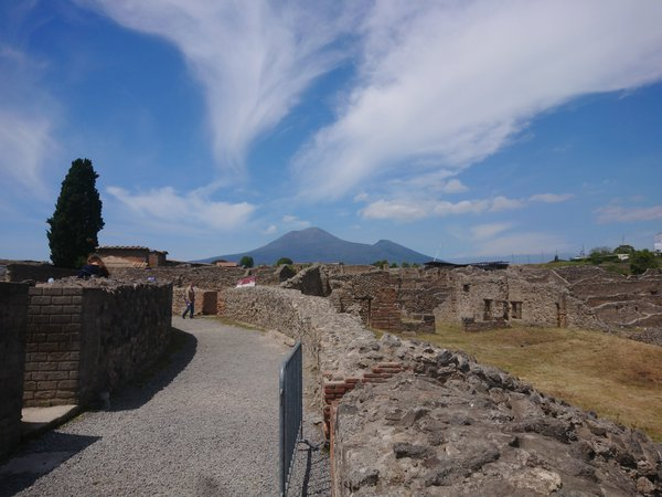 Pompei, view to Vesuvio thumbnail