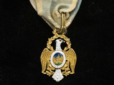 This eagle pendant was once worn by Founding Father Alexander Hamilton to signify his membership in an elite society