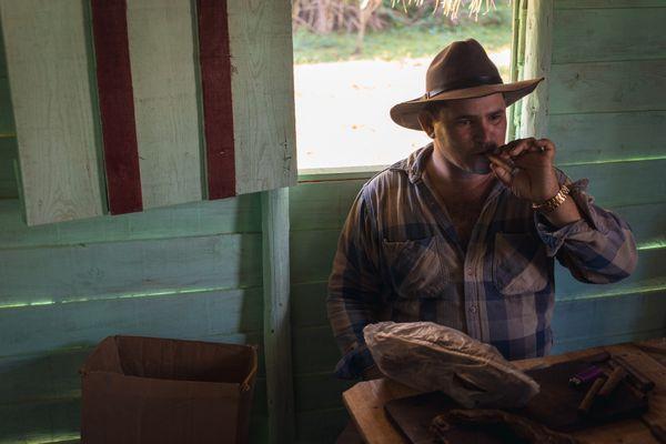 A Lesson in Cuban Cigar Making thumbnail