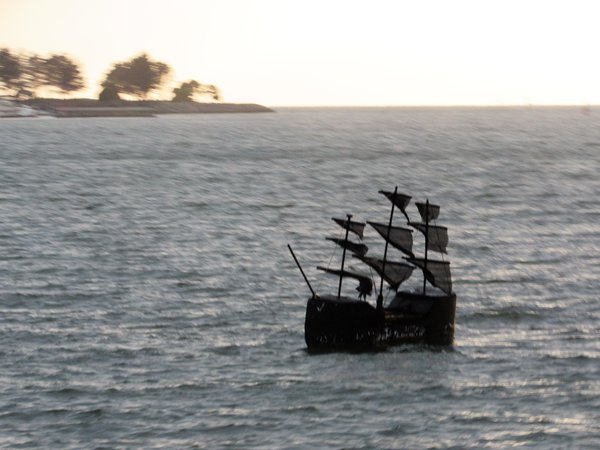 Tiny Pirate Ship San Fransisco thumbnail