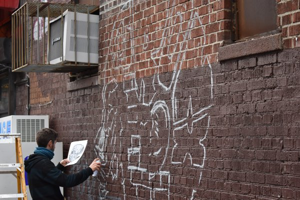 Franz Campoy Sketches a Mural in the Bronx thumbnail