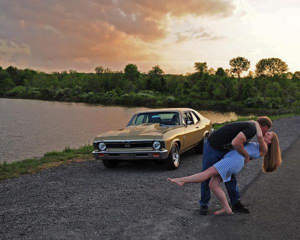 The perfect romantic summer sunset kiss at Lake Nockamixon thumbnail