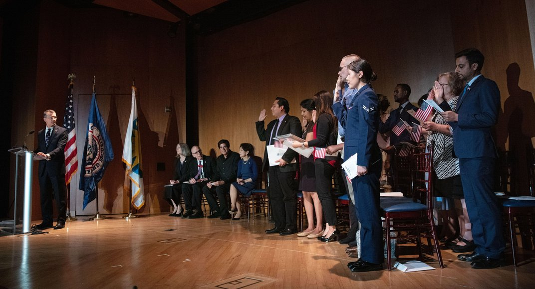 David Copperfield Welcomes New Citizens With a Magic Show and a History Lesson