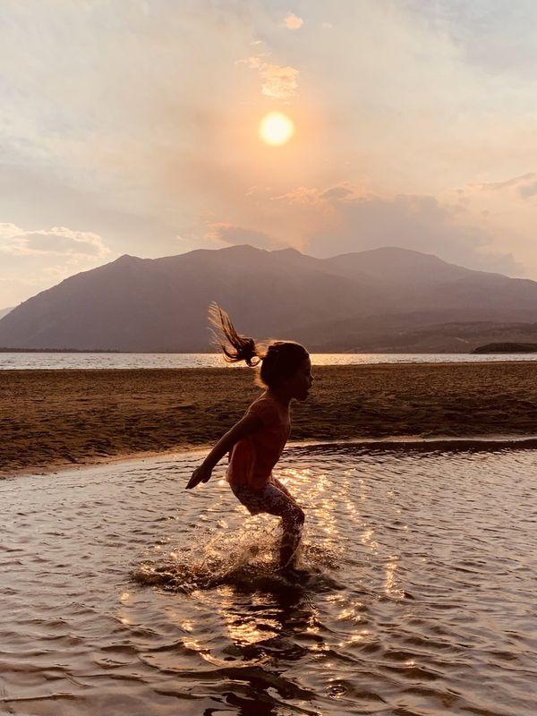 A splash at sunset thumbnail