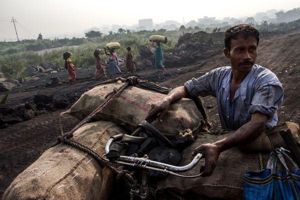 A man is carrying coal thumbnail